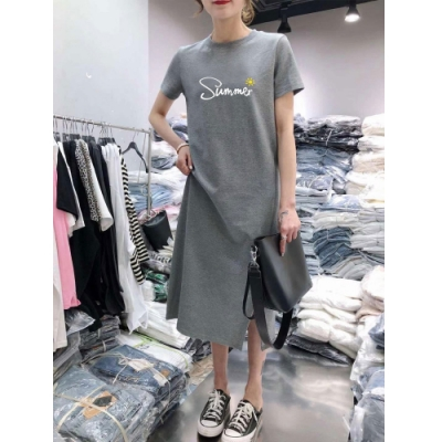 2F韓衣-簡約閃亮文字印花開衩造型洋裝-2色(M-2XL)