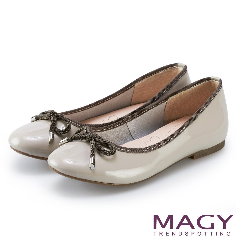 MAGY 蝴蝶結鏡面牛皮平底娃娃鞋 灰色