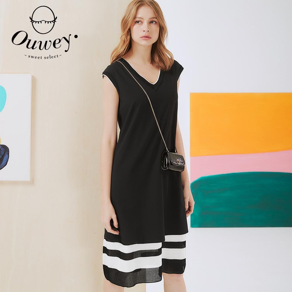 OUWEY歐薇 V領拼接針織條紋背心連身裙(黑)3212077536