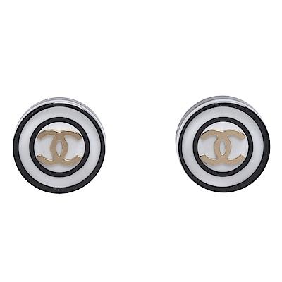 CHANEL 經典雙C LOGO圓型白底壓克力穿式耳環(黑)