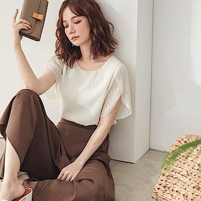 純色滿版立體織紋花苞層次短袖上衣-OB大尺碼