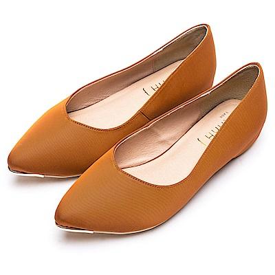 DIANA 魅力典雅--米蘭防潑水布尖頭平底鞋-焦糖