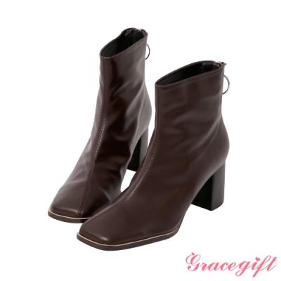 Grace gift-抓皺金屬圓環中跟短靴 深咖