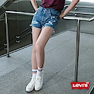Levis 女款 501 高腰排釦牛仔短褲 刷破不收邊