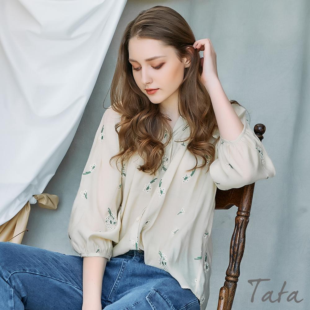 花朵刺繡七分泡泡袖上衣 TATA-(M~XL) (淺咖)