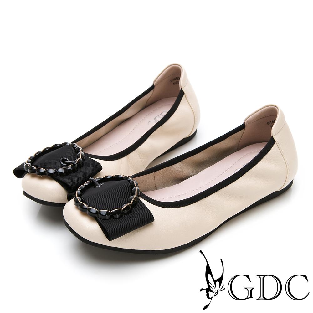 GDC-素面基本簡約蝴蝶結圓圈釦飾平底舒適包鞋-米色