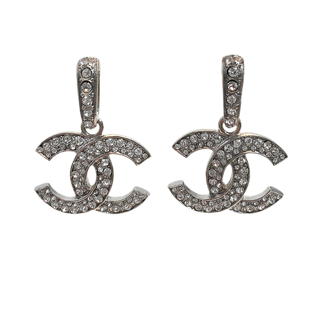 CHANEL 經典雙C LOGO水鑽鑲飾垂墜造型穿式耳環(銀)