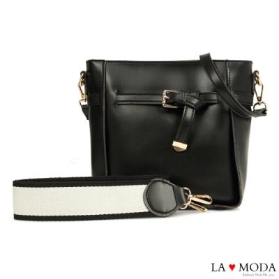 La Moda 完美穿搭舒適寬背帶方釦墜飾多背法肩背斜背方包(黑)