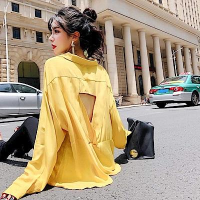 La Belleza素色柔棉露背三角扭結單口袋排釦襯衫