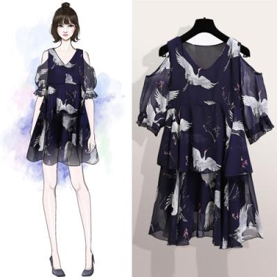 中大尺碼V領露肩荷葉袖仙鶴印花層次蛋糕雪紡上衣XL~4L-Ballet Dolly