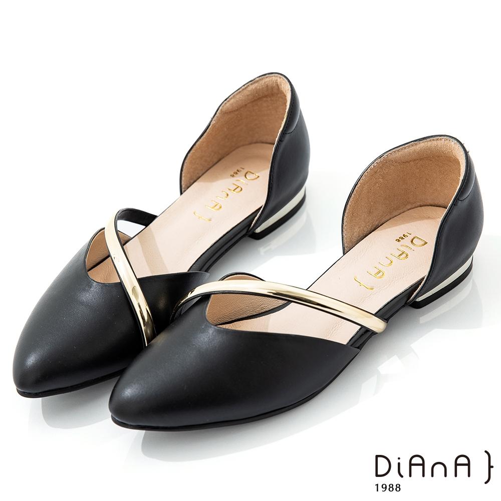 DIANA 2CM軟牛皮優雅金屬曲線側空尖頭低跟鞋-漫步雲端焦糖美人-黑