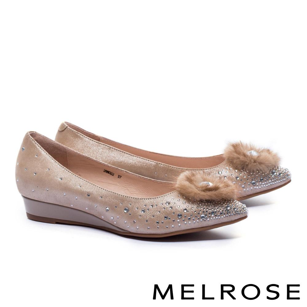 低跟鞋 MELROSE 奢華心鑽貂毛飾羊麂皮尖頭楔型低跟鞋-金