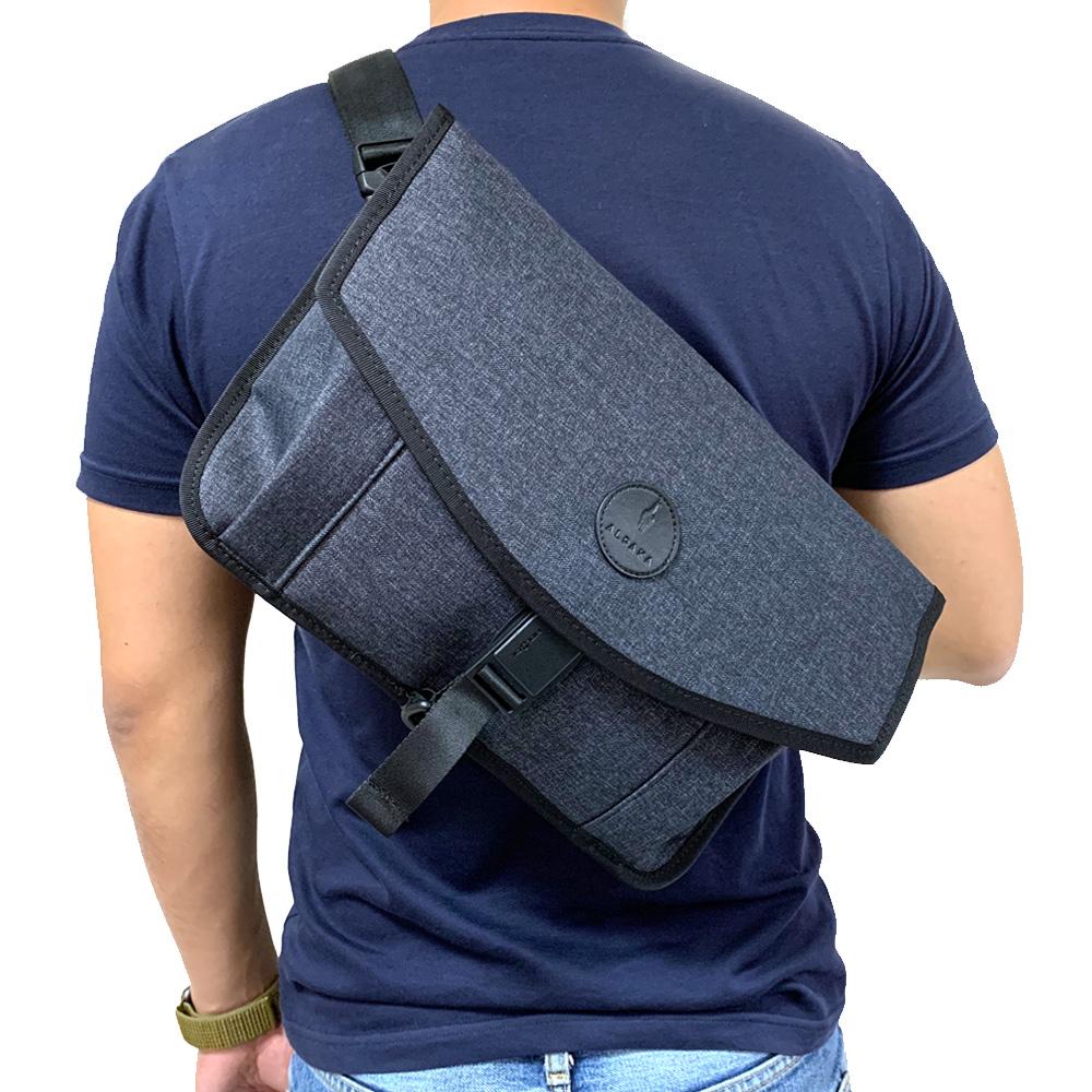 澳洲ALPAKA ALPHA MESSENGER 13吋輕巧防水多功能隨身包 獨家贈送防搶背帶
