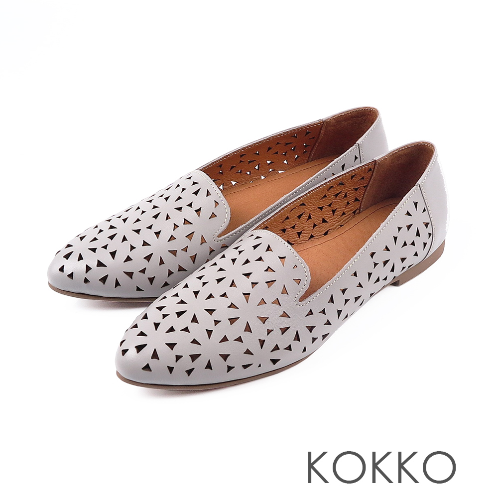 KOKKO - 浮雕花辦尖頭真皮平底休閒鞋 - 朦朧灰