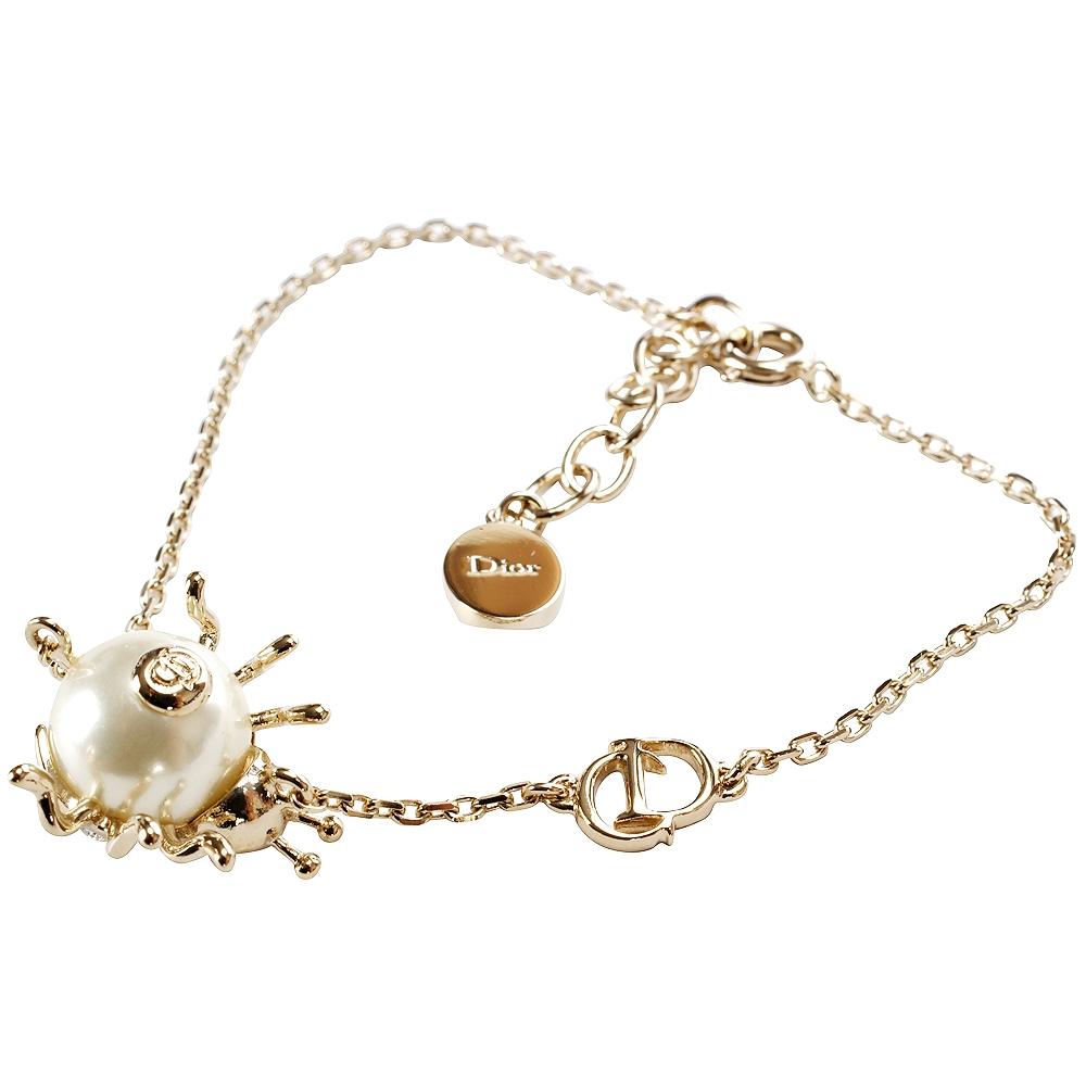 (無卡分期12期)Christian Dior 珍珠鑲嵌設計瓢蟲造型手鍊(金色)