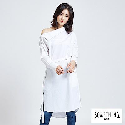 SOMETHING 一字領優雅襯衫-女-白色