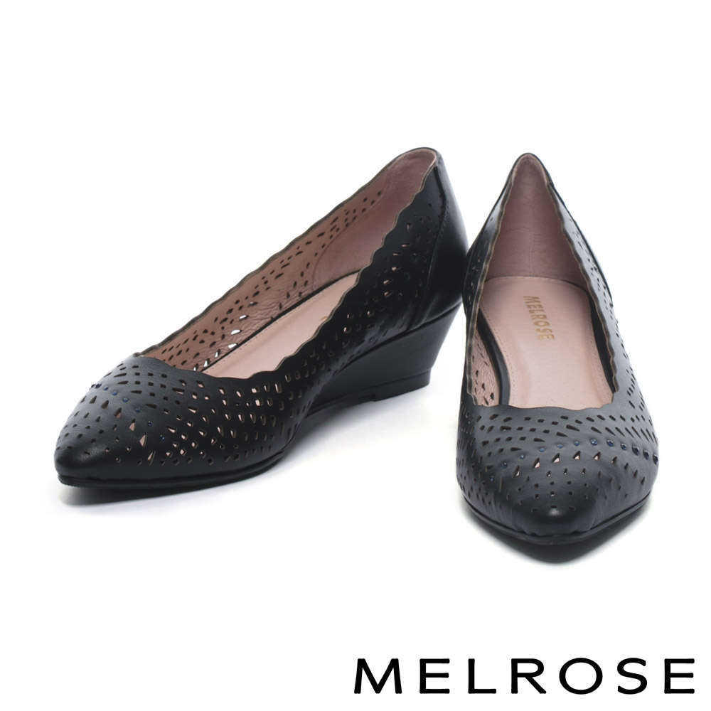 低跟鞋 MELROSE 典雅晶鑽沖孔牛皮尖頭楔型低跟鞋-黑