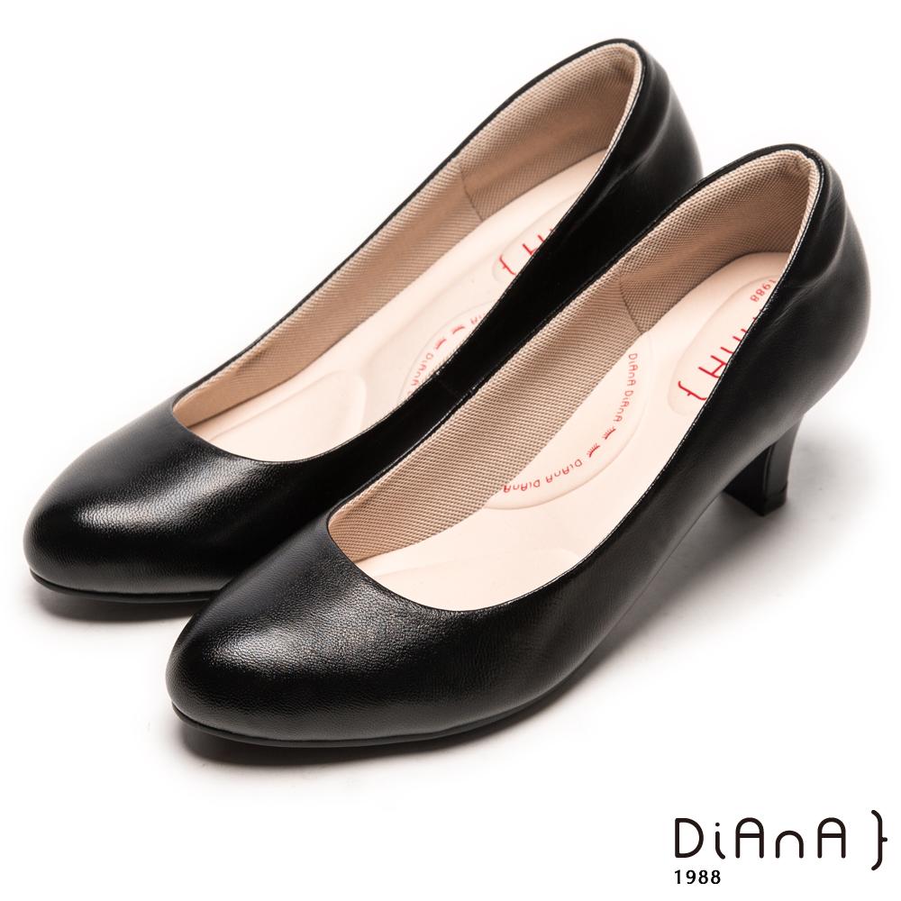 DIANA素雅真羊皮輕音制鞋-漫步雲端輕盈美人C款-黑