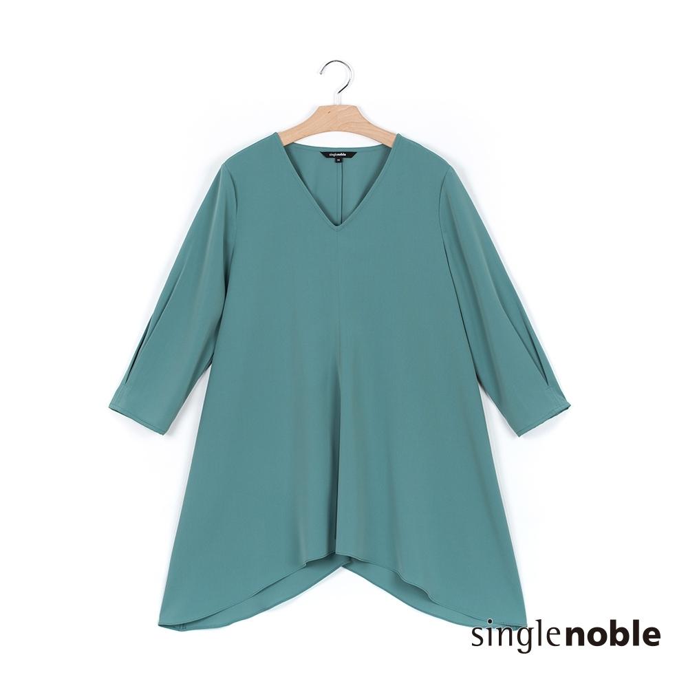獨身貴族 優雅顯瘦V領長版五分袖上衣(2色)