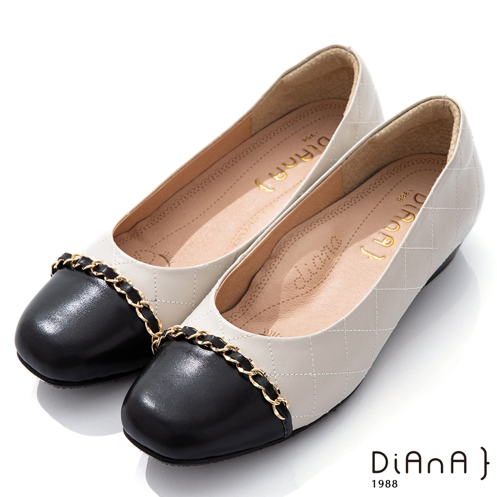 DIANA 2.5cm羊皮經典雙色菱格紋鍊條圓頭低跟鞋-漫步雲端焦糖美人-黑x米