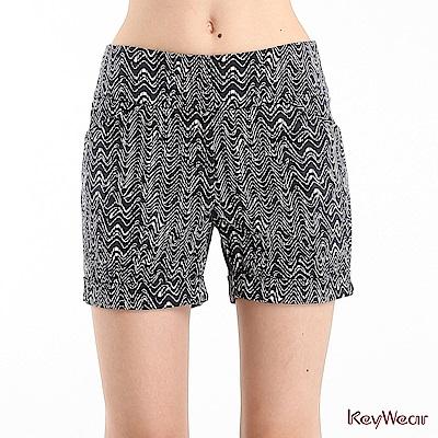 KeyWear奇威名品    抽象部落圖騰印花短褲-黑色
