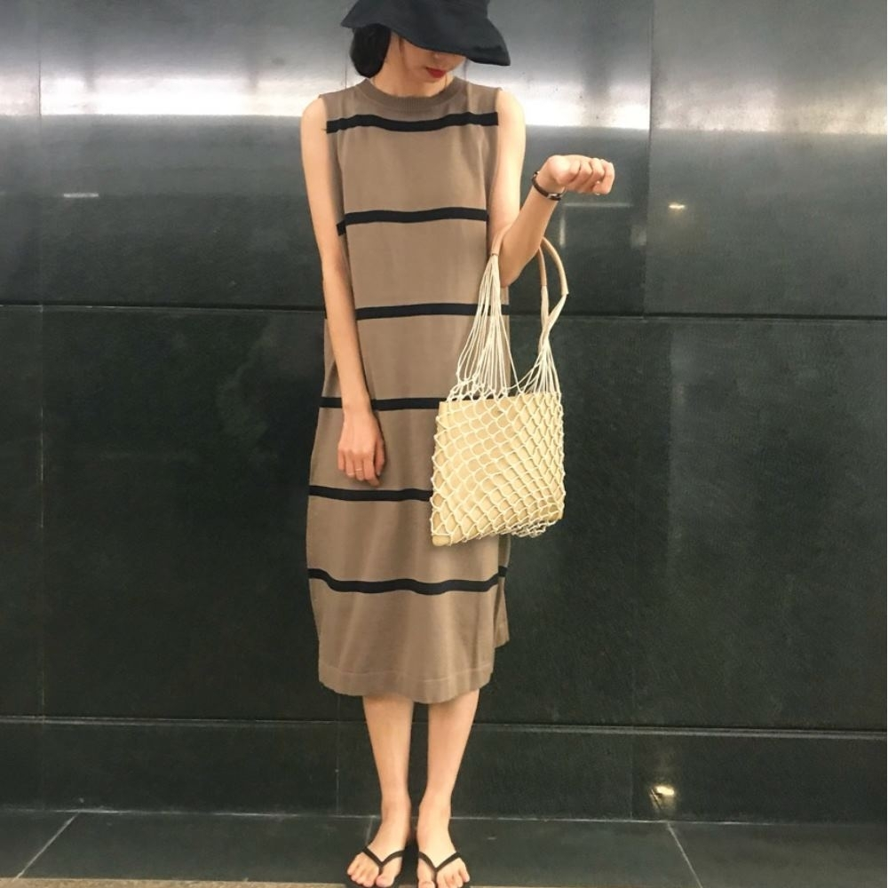 La Belleza圓領橫條配色長版針織削肩背心洋裝 product image 1