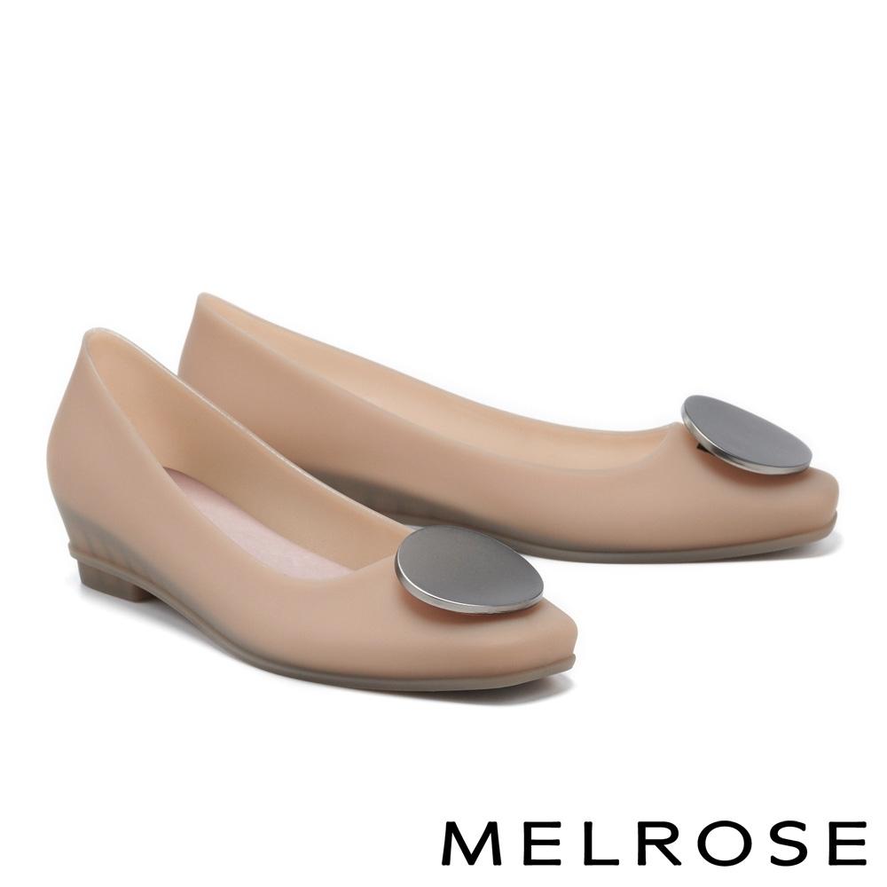 低跟鞋 MELROSE 典雅時尚圓釦防水方頭楔型低跟鞋-杏