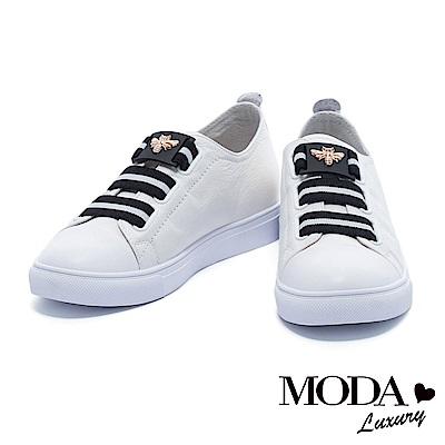 休閒鞋 MODA Luxury 摩登撞色蜜蜂造型釦飾厚底休閒鞋-白