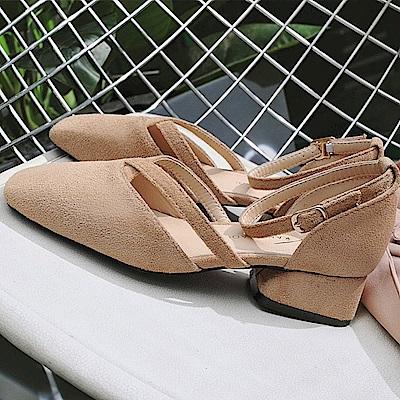 KEITH-WILL時尚鞋館 名媛必備話題單品一字扣粗跟鞋-杏色