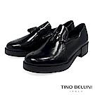 Tino Bellini 義大利進口臘感皮革雕花小流蘇樂福鞋 _ 黑