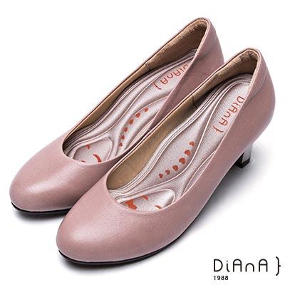 DIANA 漫步雲端輕盈美人—素雅質感烤漆跟水染真皮鞋-可可