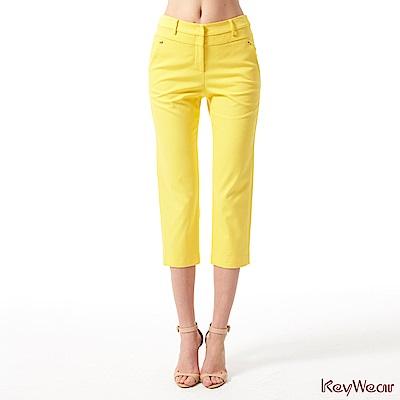 KeyWear奇威名品     亮麗都會休閒七分褲-黃色