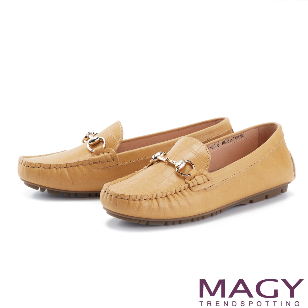 MAGY 馬銜釦質感壓紋牛皮 女 平底鞋 黃色
