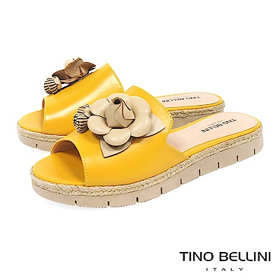 Tino Bellini 巴西進口優雅花朵流蘇麻編厚底涼拖鞋 _ 黃