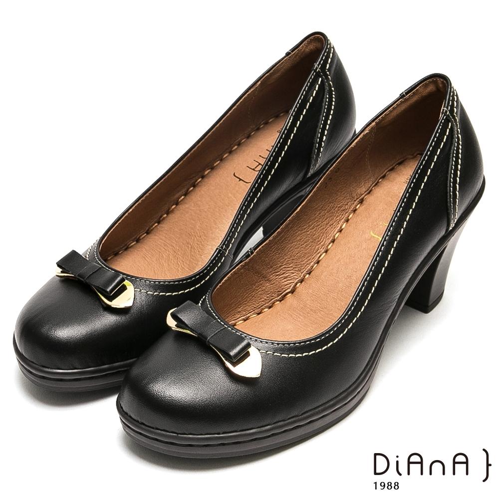 DIANA 小巧金屬蝴蝶結跳色車線真牛皮高跟鞋-俏麗滿分-黑色