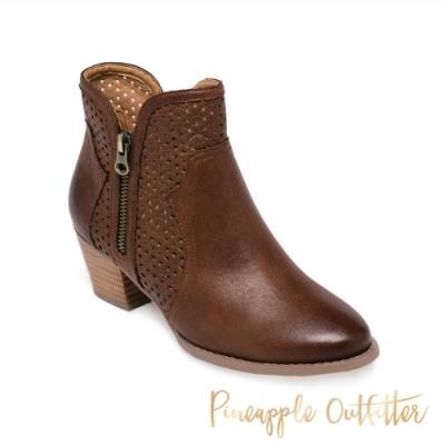 Pineapple Outfitter-BARNEY 氣質款 簍空拼接中跟短靴-咖啡色
