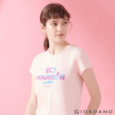 【GIORDANO】女裝DEAR WORLD系列印花T恤-62 草莓粉紅