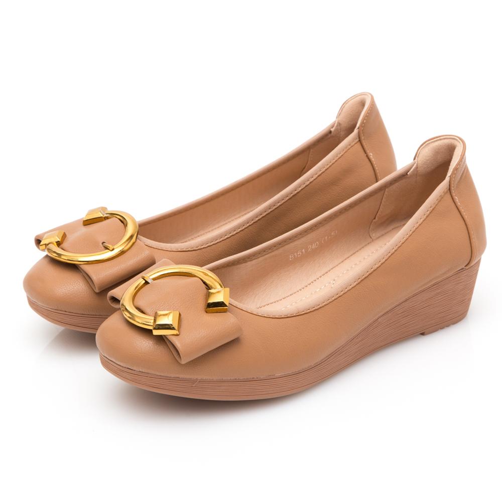 JMS-優雅大方C字金屬飾釦蝴蝶結楔型鞋-駝色