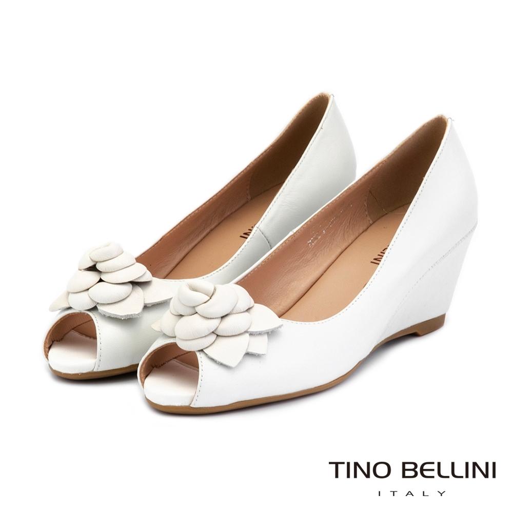 Tino Bellini立體皮革花飾全真皮魚口楔型鞋_米白