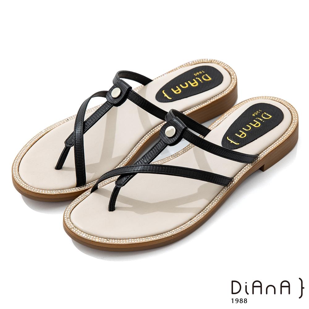 DIANA 2.5cm 質感壓紋羊皮幾何線條夾腳涼拖鞋-簡約優雅-黑