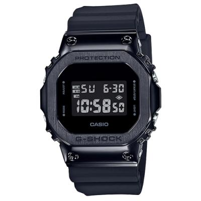 G-SHOCK 絕對強悍質經典5600系列金屬質感休閒錶(GM-5600B-1DR)全黑/43.2mm