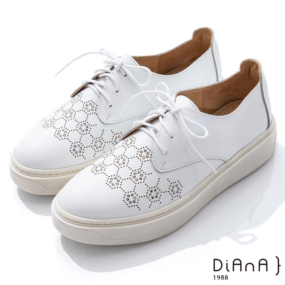 DIANA 4cm 質感牛皮六角水鑽圖形輕量厚底綁帶休閒鞋-漫步雲端焦糖美人-白
