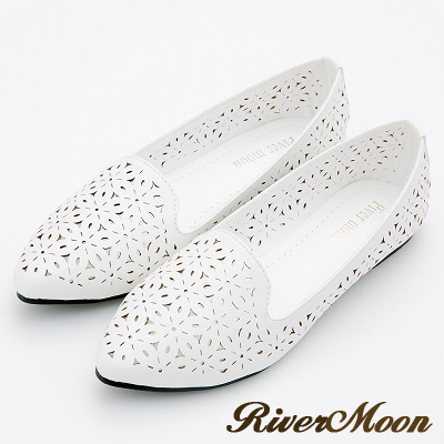 River&Moon大尺碼-低調時尚簍空尖頭平底鞋-白