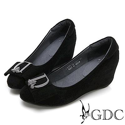 GDC-低調真皮質感扣飾楔型鞋-黑色