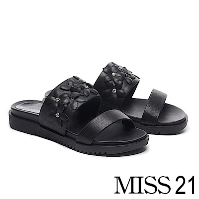 拖鞋 MISS 21 別緻立體花朵雙寬帶牛漆皮厚底拖鞋-黑