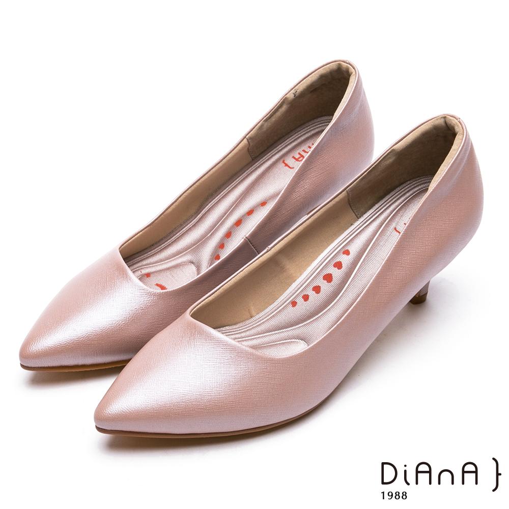 DIANA簡約素雅俐落真皮跟鞋-漫步雲端厚切輕盈美人-粉