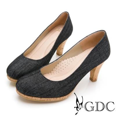GDC-丹寧風獨特設計感圓頭拼接木質中跟鞋-黑色