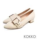 KOKKO -珍愛每一天珍珠扣尖頭粗跟鞋-奶泡白