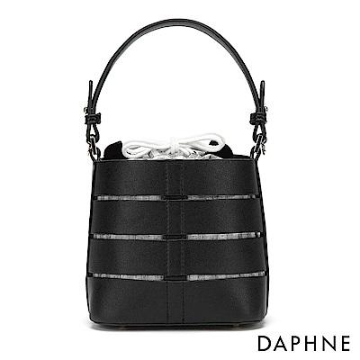 達芙妮DAPHNE-立體幾合條紋縷空束口圓桶包-黑色