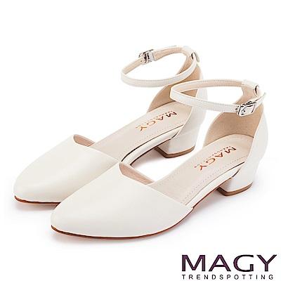 MAGY 都會優雅 素面繫踝釦環牛皮尖頭粗跟鞋-白色